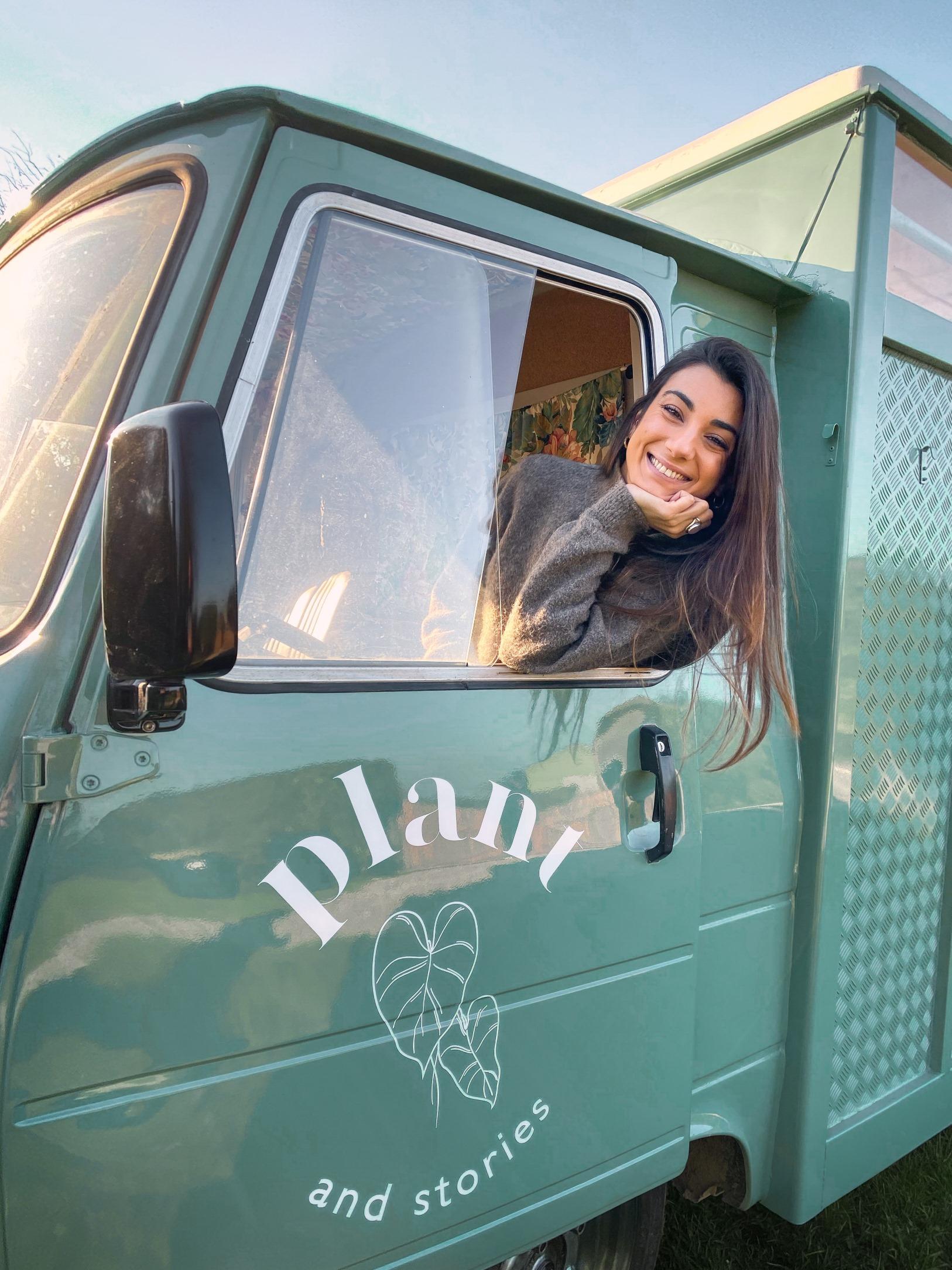 Laura de @le_jardin_de_laura dans la cabine du Plant Truck